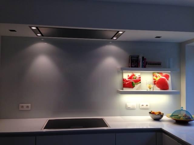 Crédence de cuisine en verre trempé avec laquage de couleur
