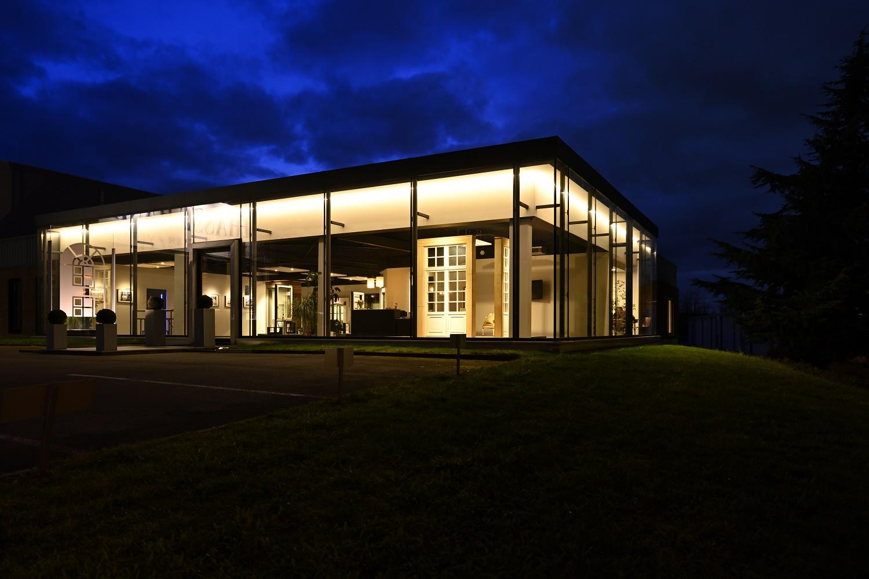 Hanin dispose d'un site commerciale et d'un atelier de production de portes et fenêtres en PVC, Aluminium et Acier, à Marche-en-Famenne