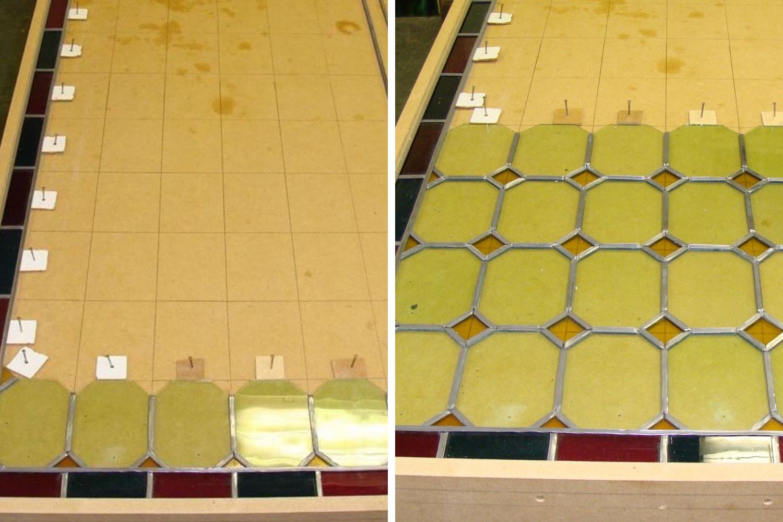 Travail de réparation de vitraux en cours. Placement de nouvelles jointures de plomb, afin de créer un nouveau support solide pour les pièces en verre.