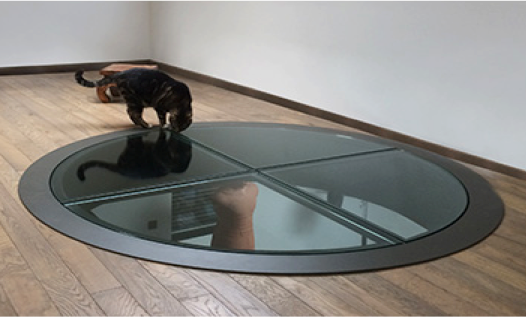 Dalle de sol ronde avec structure en acier noir